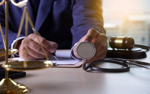 רשלנות רפואית – העברת נטל ההוכחה